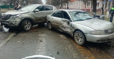 В Брянске возле БГТУ разбились две иномарки