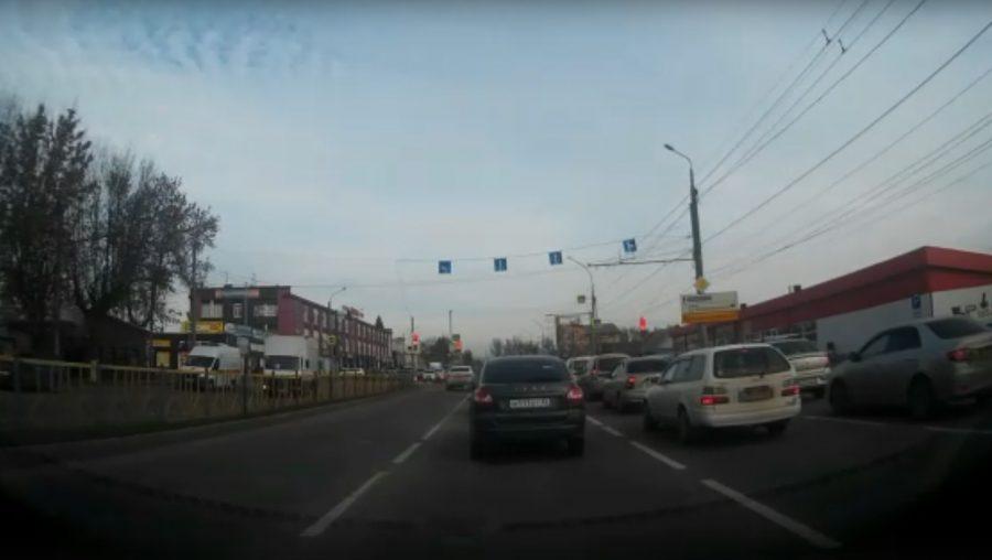 В Брянске на Станке Димитрова сняли двойное нарушение ПДД