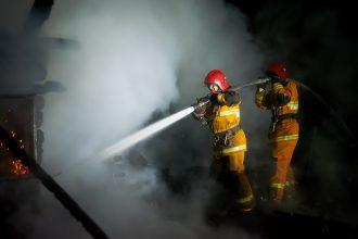 При пожаре под Брянском пострадали люди