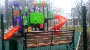 В парке поселка Локоть построили последнюю детскую площадку