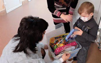 В Брянске в детский онкоцентр доставили «Коробку Храбрости»