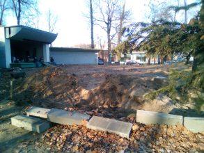 В Новозыбкове в зиму обустраивают клумбы и высаживают кустарники в парке