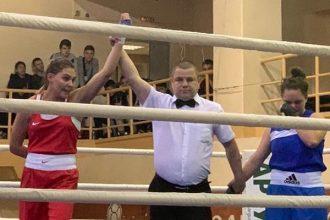 Брянская боксерша Жиляева взяла золото на турнире во Владимире