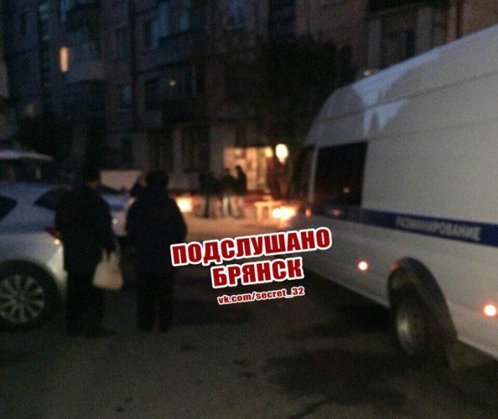 В брянской многоэтажке ищут взрывное устройство