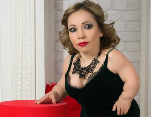 Самая миниатюрная модель России осчастливила брянских бабушек