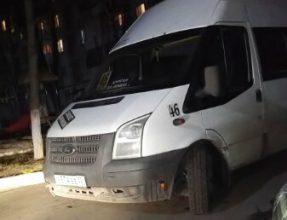 В Брянске маршрутчик-автохам перегородил въезд во двор