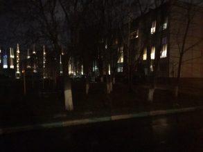Жители улицы Брянского фронта пожаловались на тьму во дворах
