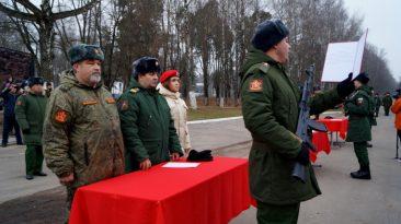 В воинской части в Клинцах более 200 новобранцев приняли присягу