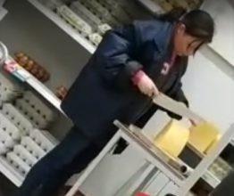 В Брянске сняли на видео продавцов-грязнуль в «Магните»