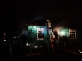 В Брянске на Карачиже изнутри выгорел жилой дом