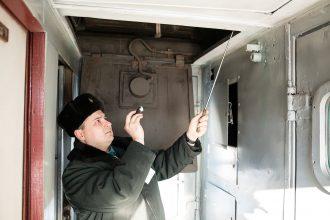 Брянские таможенники обнаружили в купе поезда спрятанные 134 мобильника