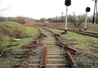 В Комаричском районе двое парней разобрали участок железнодорожных путей