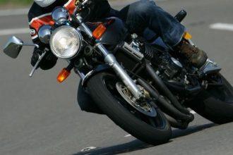 В Брянске неизвестный мотоциклист врезался в легковушку и скрылся