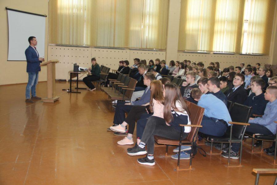 В Брянске полицейские отправились упреждать экстремизм в школах