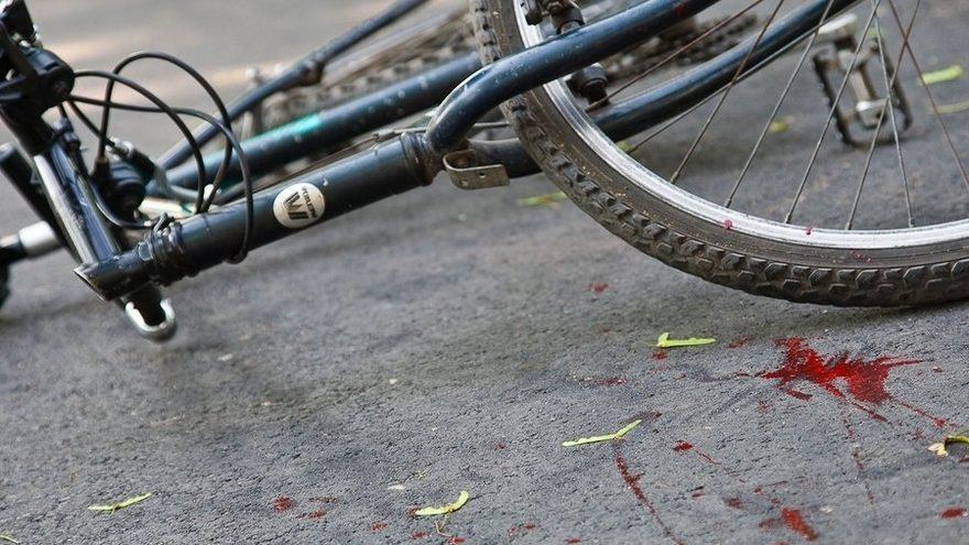 В Новозыбкове водитель легковушки сломал ногу велосипедистке