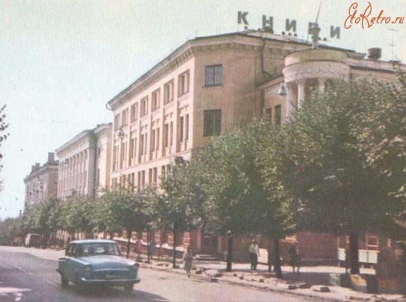 В Брянске 60-летний юбилей отмечает «Дом Книги»