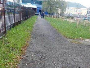 В Фокинском районе Брянска дожди размыли новый тротуар