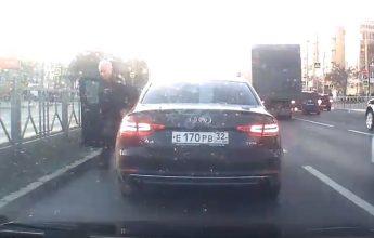 В Брянске сняли на видео разборки на дороге