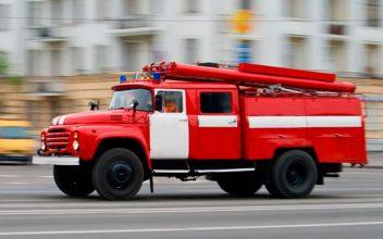 В Погаре сотрудники МЧС тушат пожар