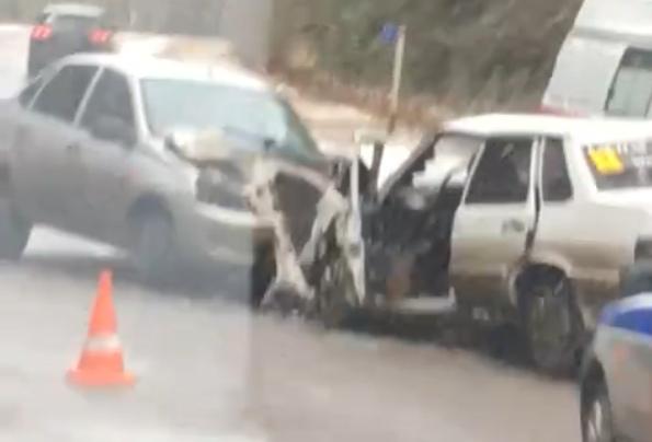 В лобовом ДТП в Брянске пострадала 41-летняя автоледи