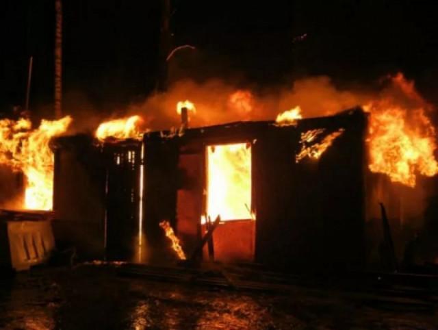В Брянске на Литейной сгорел вагончик