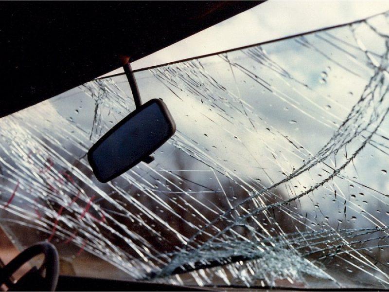 Под Клинцами водитель Audi протаранил фуру и разбил голову
