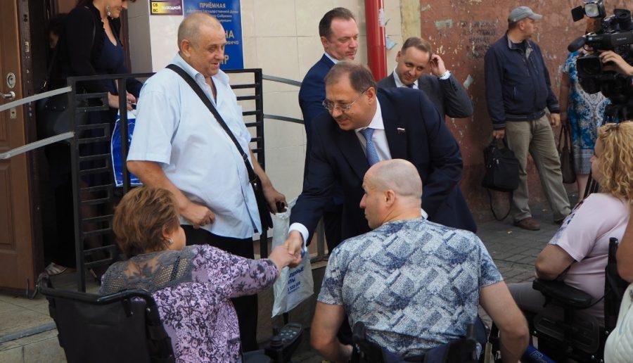 Брянские инвалиды ощущают постоянную заботу Бориса Пайкина