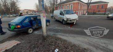 В Новозыбкове столкнулись микроавтобус и легковушка