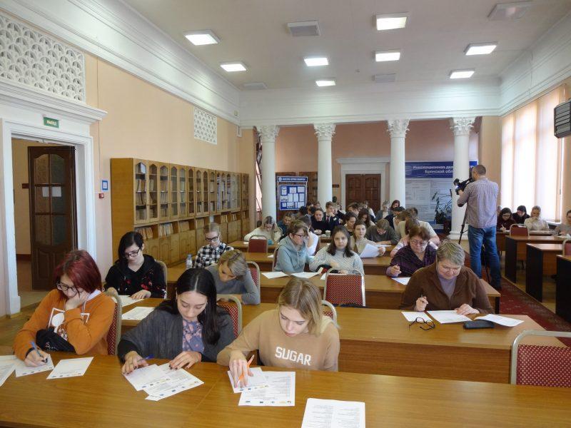 В Брянске 100 человек написали «Тютчевский диктант»
