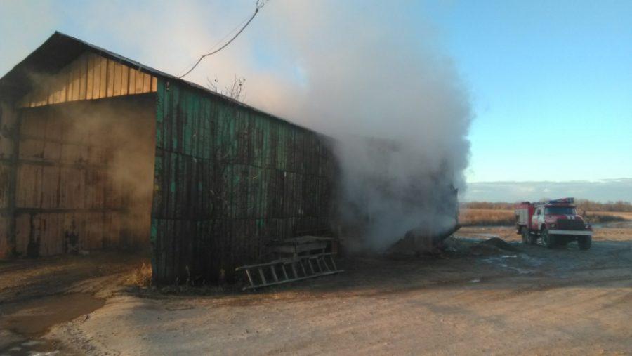 В Комаричском районе случился серьезный пожар на КФХ «Каравай»