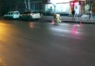 В Брянске на переулке Пилотов столкнулись такси и легковушка