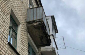 В Клинцах балконы грозят обрушиться на головы прохожих