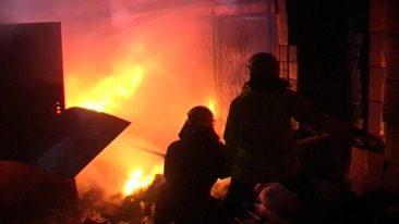 Под Комаричами полностью сгорел гараж