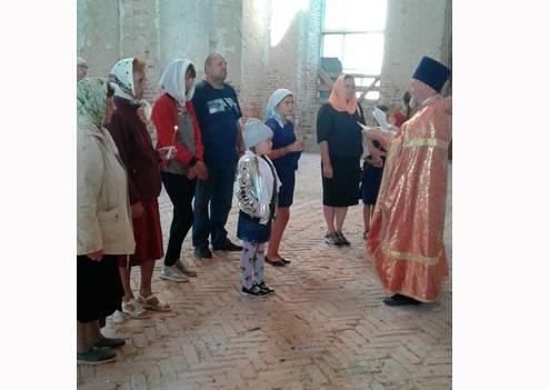 В брянском селе Ляличи детей благословили на начало учебы