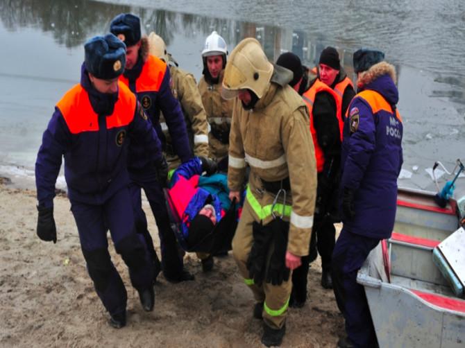 В Брянске под лёд провалились рыбаки