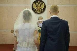 Реже женились и чаще умирали: какие акты регистрировали брянские загсы во время пандемии
