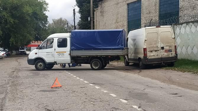 В брянском поселке Локоть грузовая газель протаранила микроавтобус