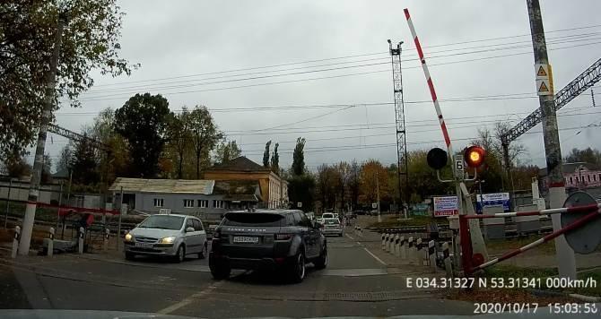 В Брянске наказали рискнувшего жизнью на переезде автохама