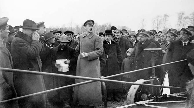 Ленин и брянский элетроплуг