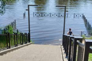 В Брянске затопило причал на набережной