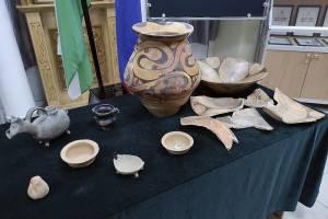 Брянские таможенники не пропустили в Россию посуду бронзового века