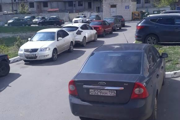 В Брянске определили индекс самоизоляции по числу машин во дворах