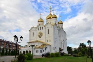 В Брянске митрополит Александр вручил подарки школьникам из многодетных семей