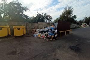 В Брянске возле ТРЦ «Мельница» случился мусорный апокалипсис
