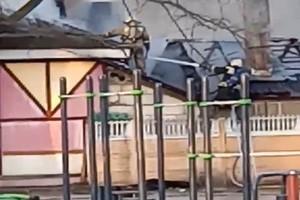 Кафе в Майском парке Брянска тушат пятью пожарными рукавами