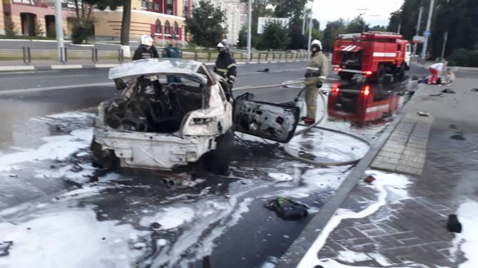 В страшном ДТП на Кургане Бессмертия в Брянске пострадали два водителя