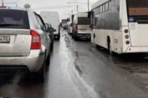 В Брянске образовалась гигантская пробка на выезде из Володарки