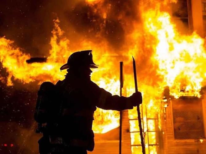 В Новозыбкове потушили горящую баню