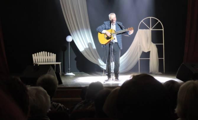 В Жуковке прошёл творческий вечер музыканта и журналиста Олега Михеева