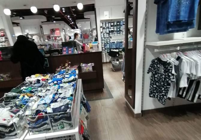 В Брянске без масок поймали троих продавцов и двоих покупателей